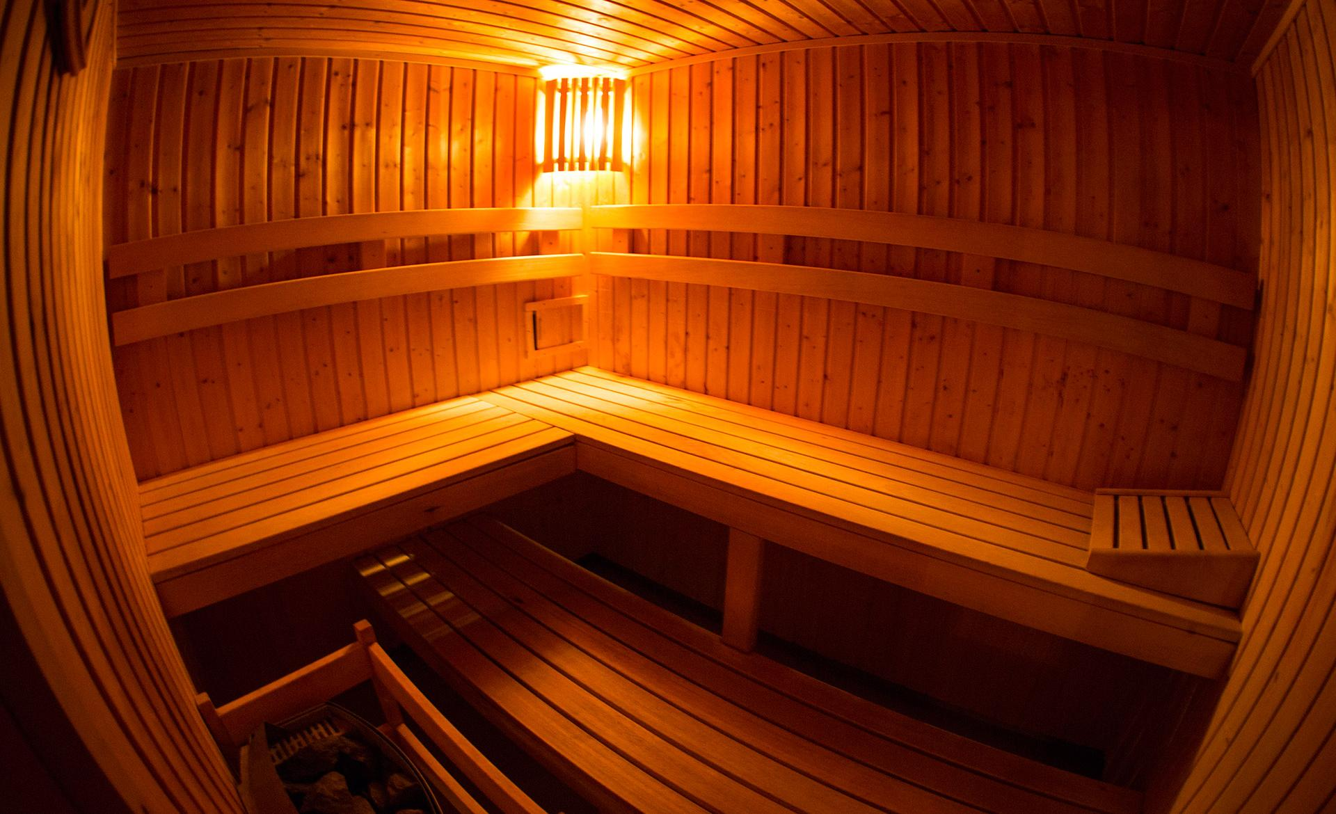 w środku sauny